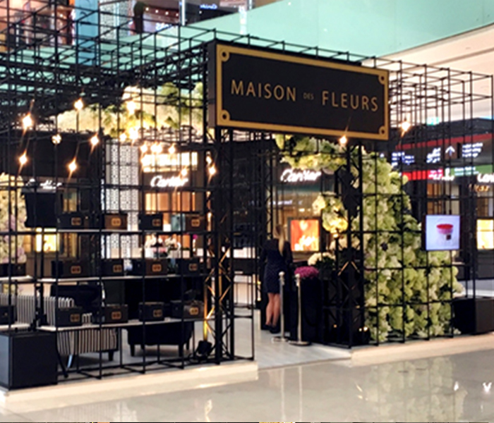 october 2016 maison des fleurs pop up corner in dubai mall. Black Bedroom Furniture Sets. Home Design Ideas